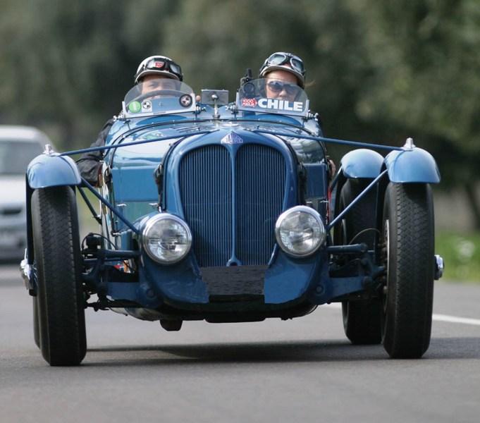 Rally de autos antiguos arriba a nuestra ciudad